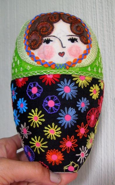 Molly y las flores de su vestido